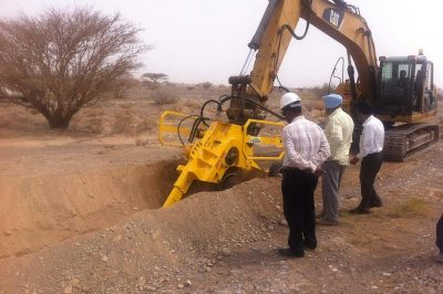 MH100-Excavator-mounted-trencher1